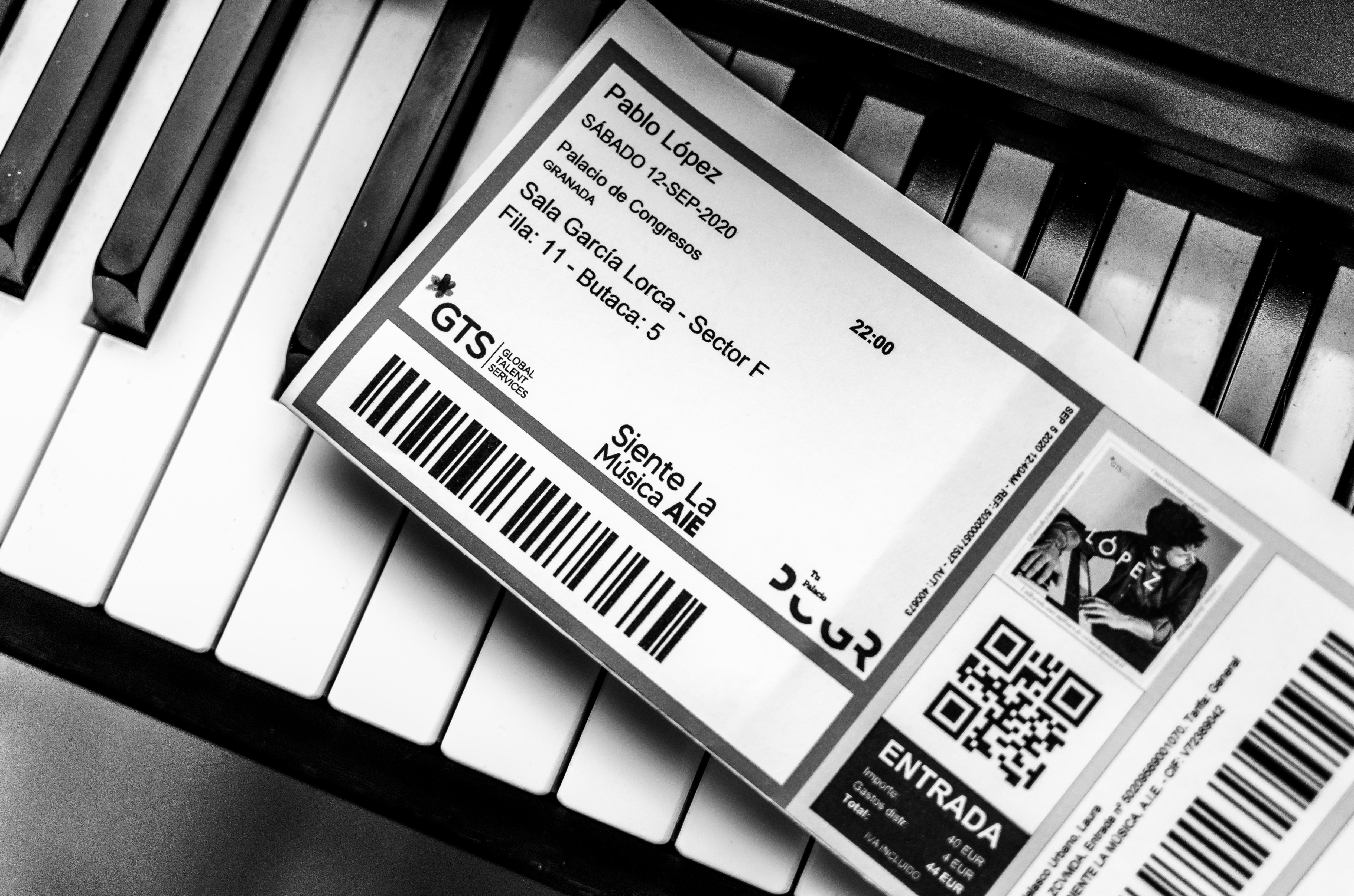Pablo López Luces Tenues Voz A Capela Y Un Piano Culmumania